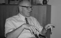 Versicherungsombudsmann Prof. Günther Hirsch im Gespräch mit Juliane Weiß und Michael Fiedler